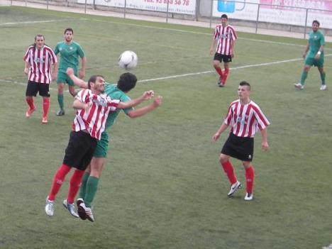 Viladecans y Martinenc disputaron un choque emocionante que permite al Santfeliuenc depender de sí mismo a falta de dos jornada para el fin de la liga.