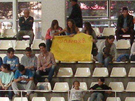 Malgrat el suport d'aquestes aficionades a Sandra Martín l'equip no va poder anotar-se el primer punt. Ara caldrà redreçar la direcció a Badalona.