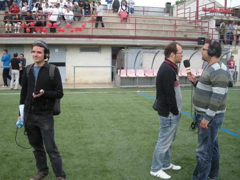 Un gran despliegue de medios de comunicación y de nuevo Ràdio Sant Feliu ofreció servicio público de calidad para un partido muy seguido en la ciudad.