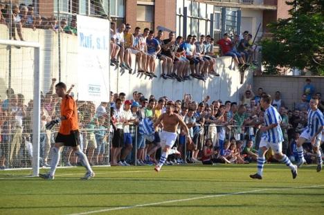 Sant Feliu ha de respondre a una temporada que serà única i històrica. El Santfeliuenc debuta a l'elit del futbol espanyol.